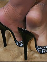 Mature lady in stockings showing her feet