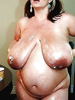 Mature mommies are masturbating