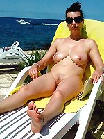 Ugly older gilf posing totally undressed on pictures