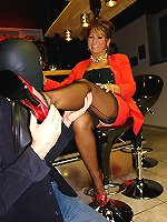 Experienced mature lady gives an awesome footjob